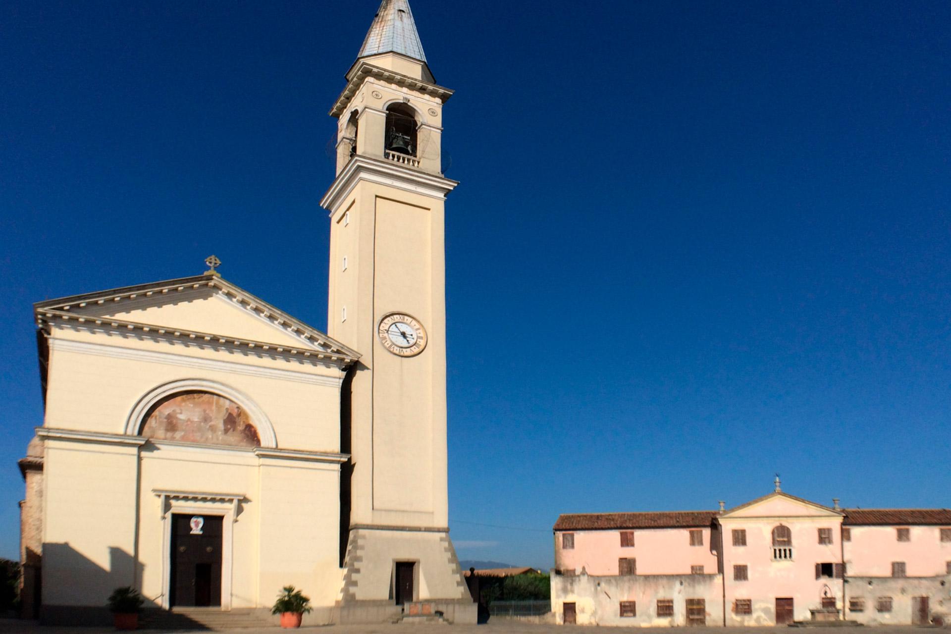 Pernumia_Vista della piazza